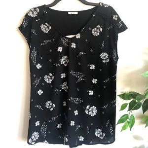 MAURICES Black Floral Print Short Sleeve Top